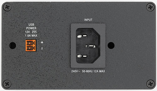 AC+USB 212 power modules are equipped with an IEC power connector