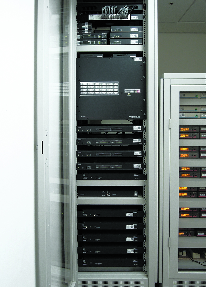 AN Extron XTP CrossPoint 3200 modular matrix switcher provides signal routing throughout the 13-way divisible training space on Level 9.