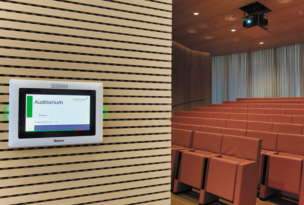 An Extron TLP Pro 520M TouchLink® Pro touchpanel mounted outside of each meeting space provides room availability and scheduling access via the booking software, Room Agent™.