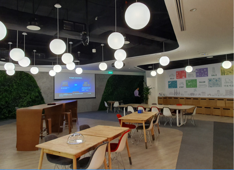 Breakaway and casual meeting spaces encourage collaboration at all levels of the organization. The AV system is similar in capabilities to the meeting rooms installation, with routing of AV content from connected and wireless sources.