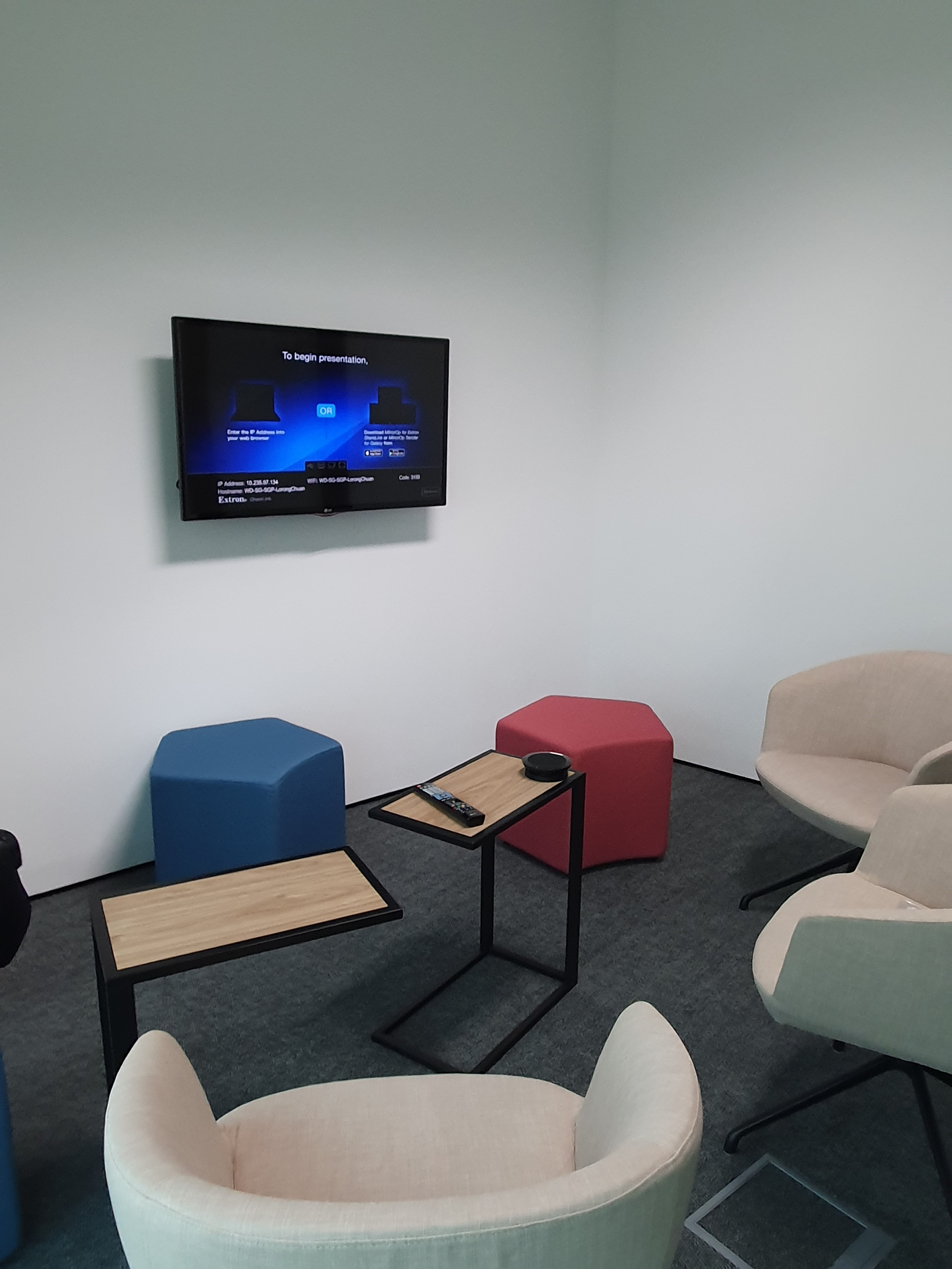 Think Tank rooms have the same wireless and collaboration system capabilities as the board rooms.