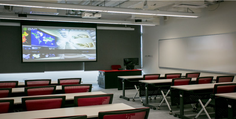 There are 14 standard classrooms equipped with identical AV systems for a consistent look and feel. Instructors can enter any classroom and start the AV system in seconds to get the lesson plan underway without delay.