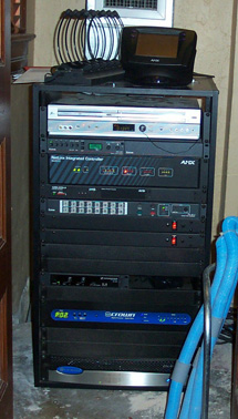 The Extron DVS 204, TPX 88 A, and TP T 15HD AV (behind a blank plate) are rack-mounted in the equipment closet behind the judge.